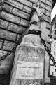 """Il Pasquino è stata la prima statua parlante di Roma, dove tutt'oggi la gente ha l'abitudine di affiggere sulla sua base satire e proteste. L'uso del grandangolo e del punto di presa dal basso contribuiscono """"a render viva e contemporanea"""" la statua. Photoshop CS6 Silver Efex Pro 2 Nikon one J4 Nikkor 10mm 27mm 250 f/5.6 ISO 400 Aperture priority Matrix"""