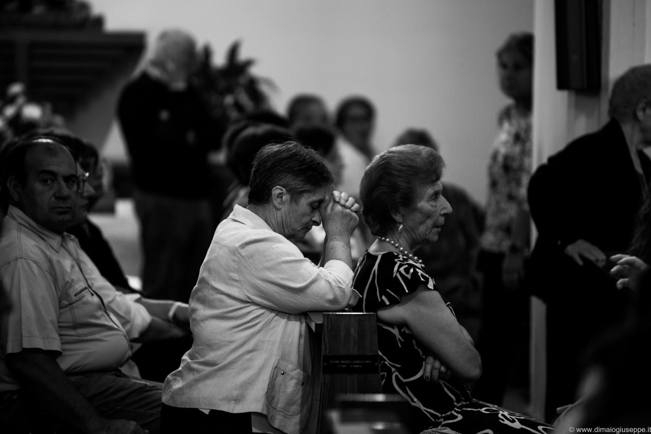 Immacolata Concezione ( Calitri ) - La Processione. Come consuetudine,nel tardo pomeriggio dell'8 settembre, migliaia di persone si radunano per assistere all'uscita della statua della Madonna e per poi seguirla in processione, tra le vie del paese. Un percorso fatto di preghiera, canti, commozione e applausi. Questo è il mio contributo